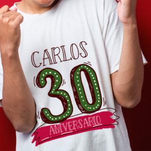 Camiseta cumpleaños 30 años con nombre.